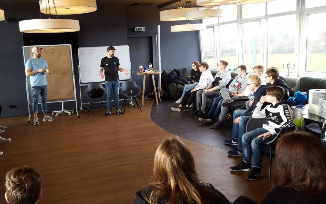 VfB macht Schule -Lernort Stadion mit der Gerhard-Hilgendorf-Schule aus Stockelsdorf